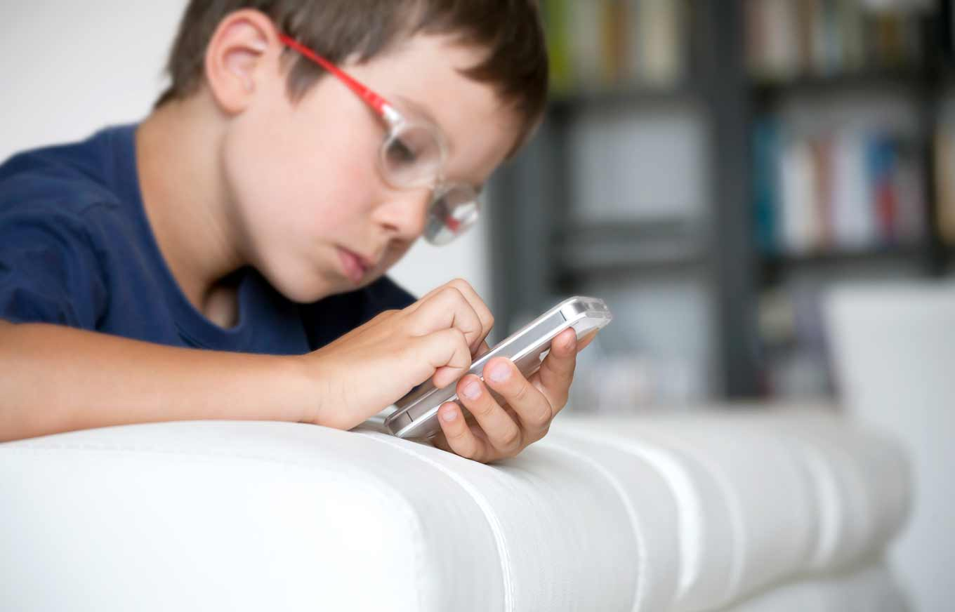 How do parent use mobile phone monitoring to protect their child